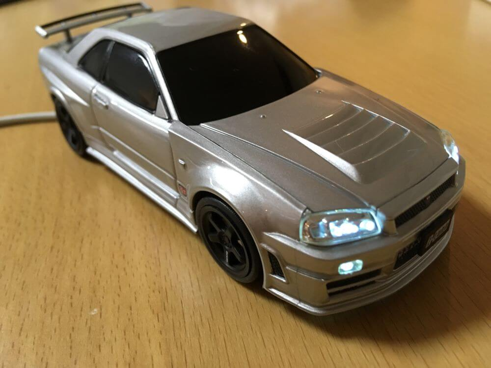 R34GT-Rモバイルバッテリーの充電中の画像